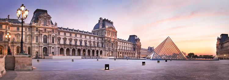 Pyramide du Louvre au coucher de soleil