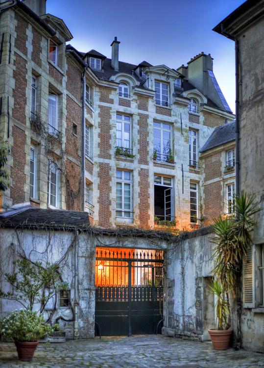 Cours int rieure d 39 un immeuble paris serge ramelli - Cours de tapisserie d ameublement paris ...