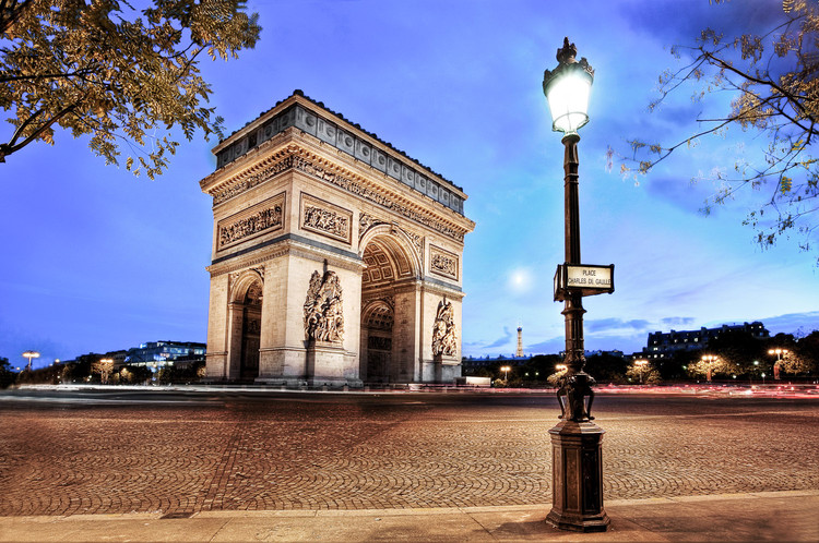Rond point de l'Arc de Triomphe à Paris