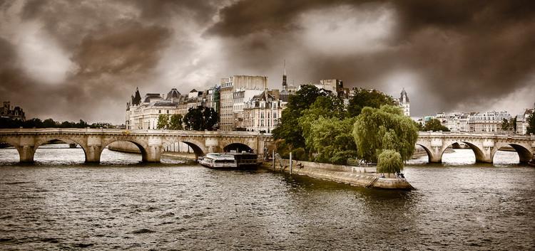 Pont Neuf et Ile de la Cité avec météo menaçante