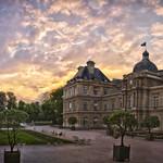 Coucher de soleil sur Le Sénat au Jardin du Luxembourg