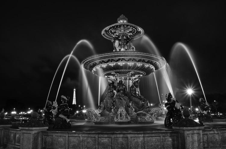"""the fountain in the """" Place de la Concorde """""""